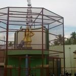 முதுகுளத்தூரில் கம்பி வலைக்குள் தலைவர்களது சிலைகள்
