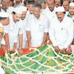 காயிதே மில்லத் நினைவிடத்தில் தலைவர்கள் மரியாதை