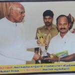 வாழ்நாள் சாதனையாளர் விருது பெற்ற பரமக்குடி டாக்டர் வரதராஜன்